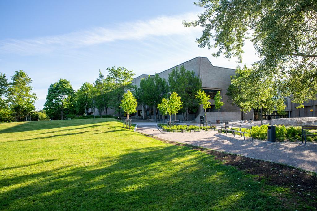 Tikkurilan kirjasto kesällä 2018