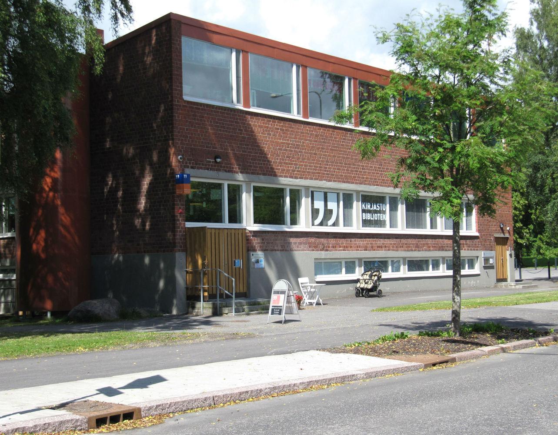 Roihuvuoren kirjasto kesällä 2015