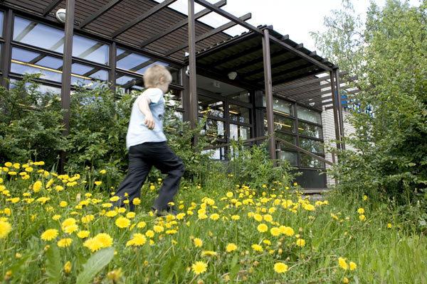Jakomäen kirjasto kesällä 2009