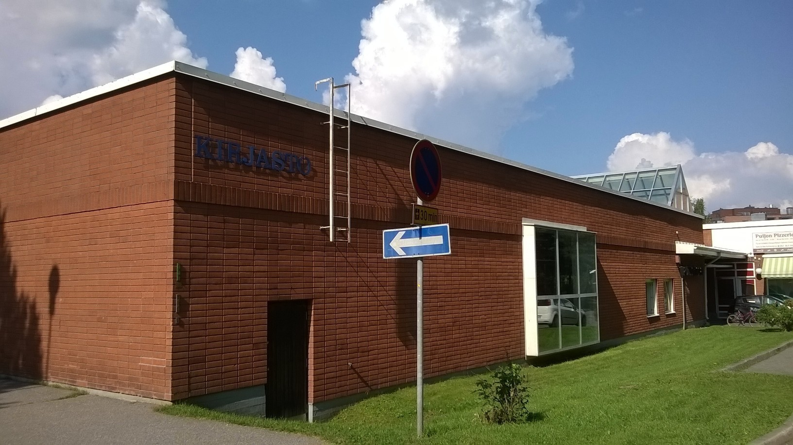 Puijonlaakso branch library