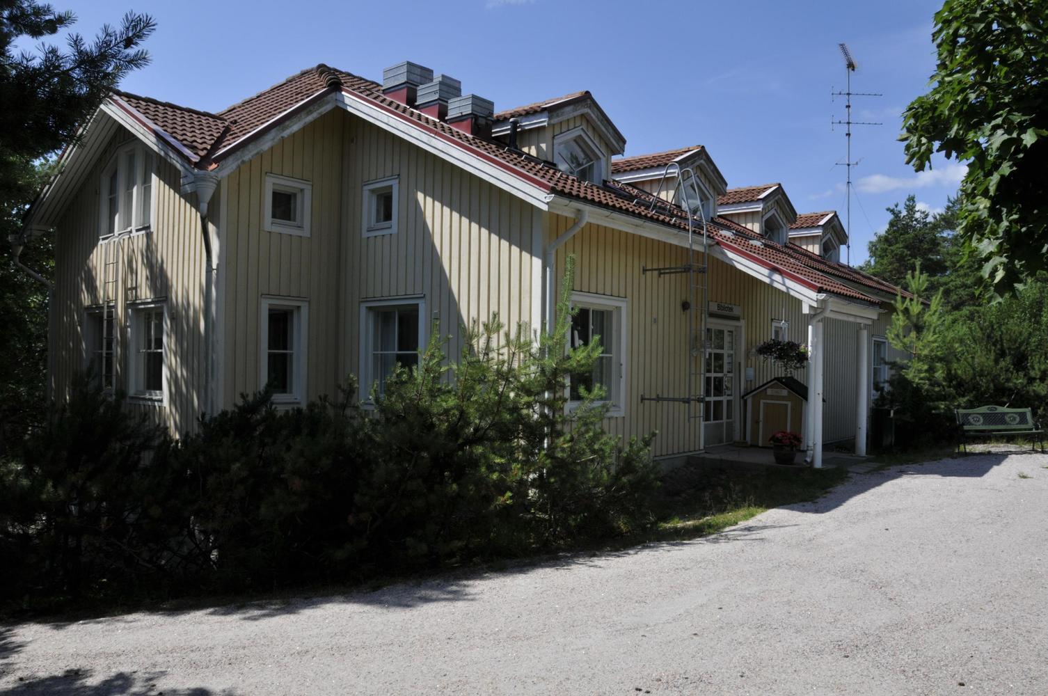 Västanfjärds bibliotek - Västanfjärdin kirjasto