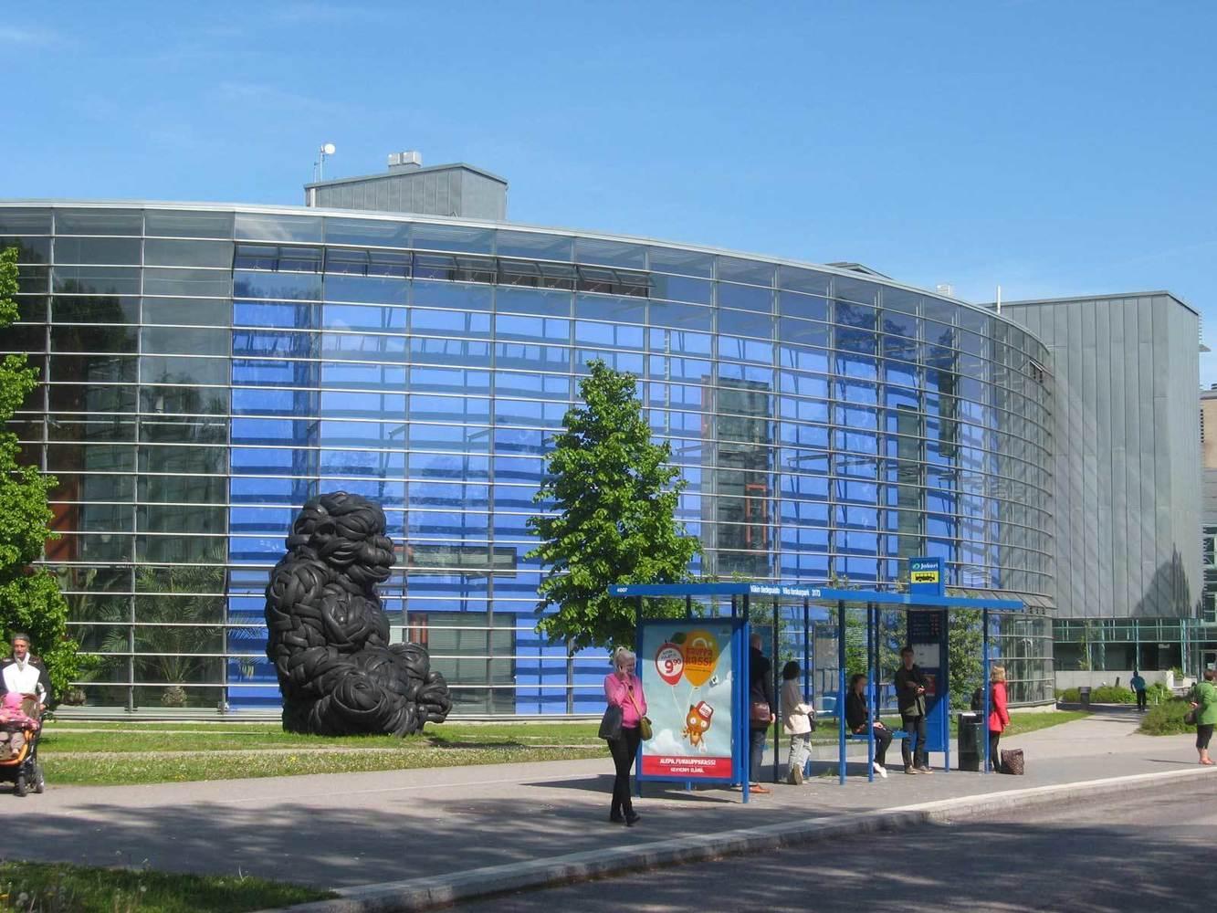 Viikin kirjasto sinisessä ympyrätalossa kesä 2012