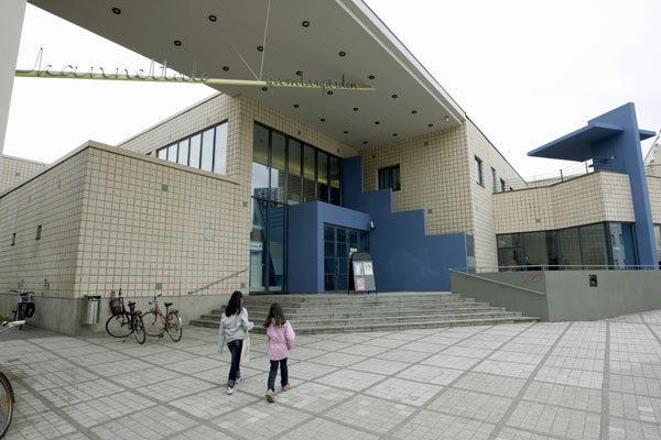 Kannelmäen kirjasto kesällä 2009