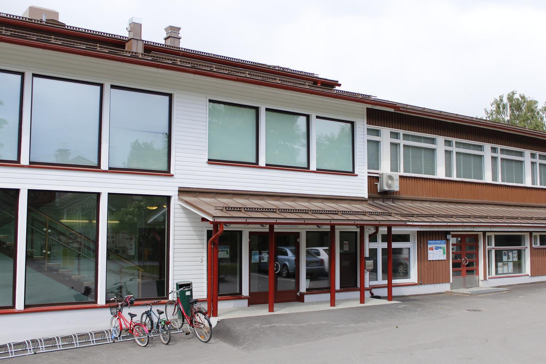 Tapanilan kirjasto keväällä 2015