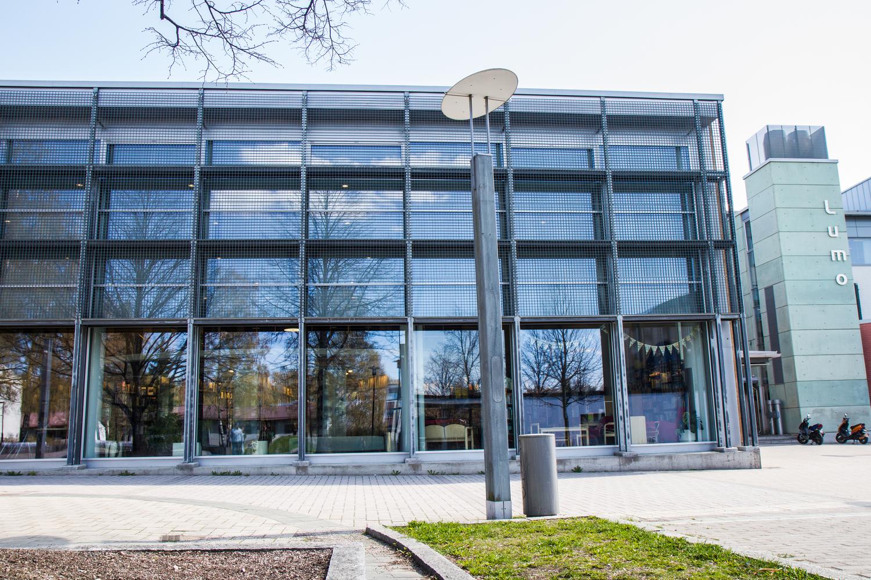 Lumon kirjasto keväällä 2012