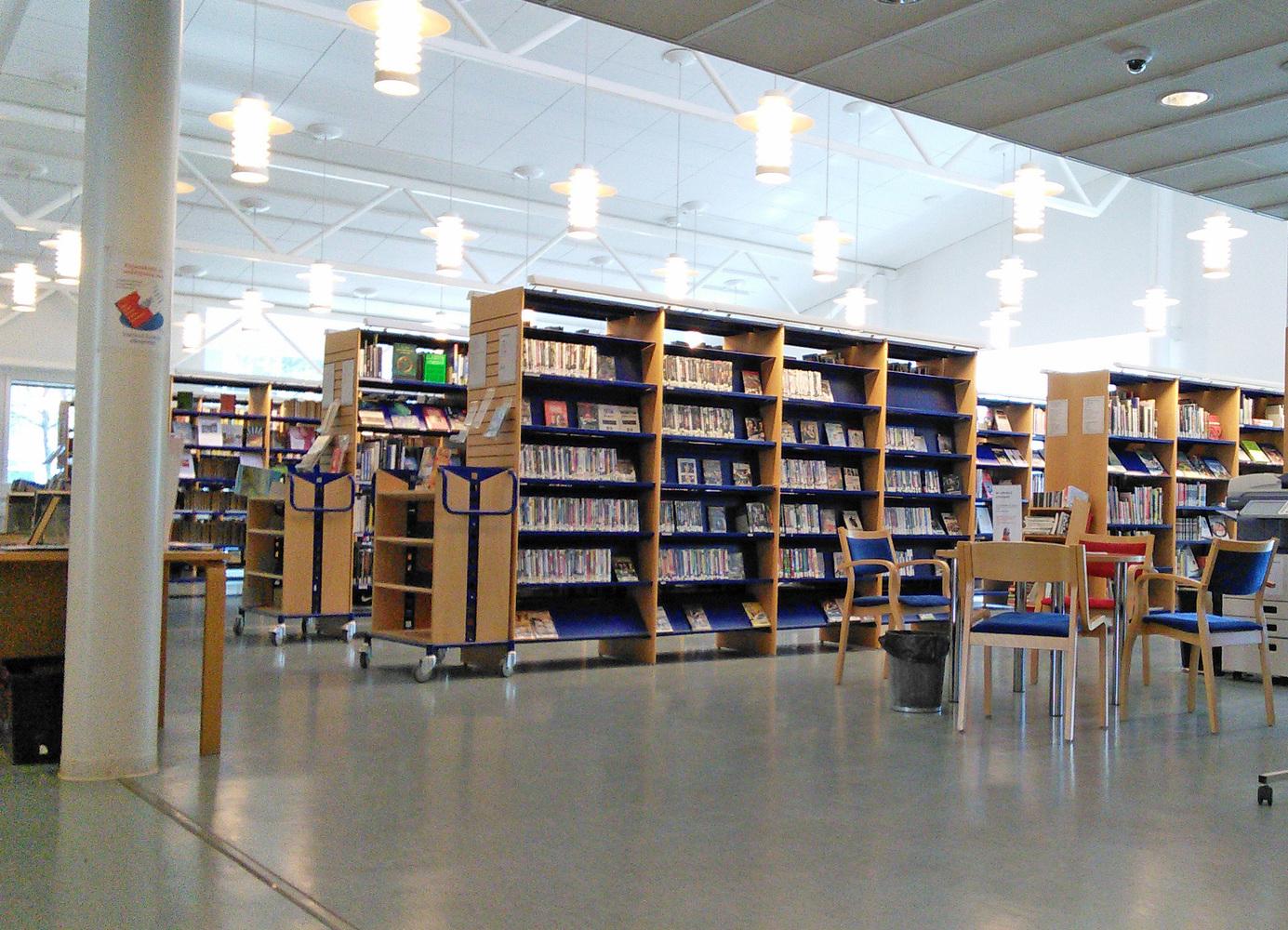 Nöykkiön kirjasto sisältä