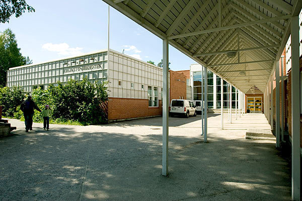 Puistolan kirjasto kesällä 2009