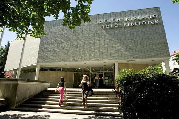Töölön kirjasto kesällä 2009
